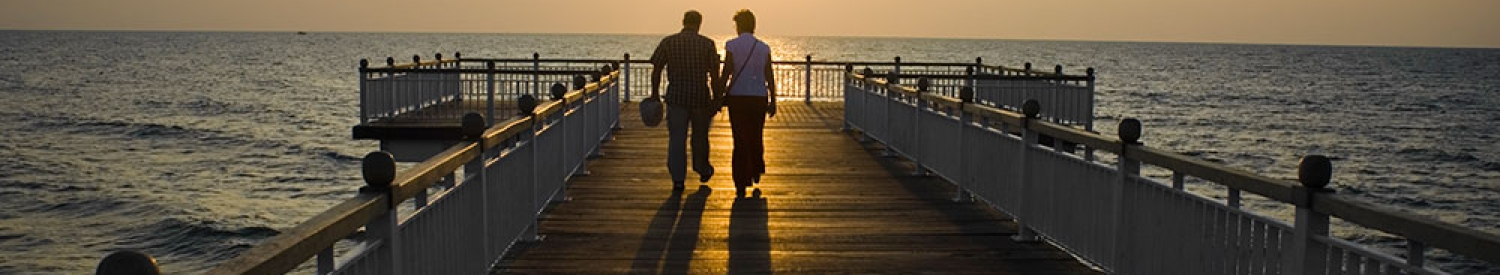 couple_walking_pier_web